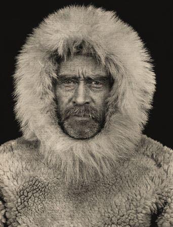 ROBERT PEARY AL POLO NORD – 1909 ELLESMERE ISLAND – CANADA La foto è del 1909 e ritrae Peary prima della partenza