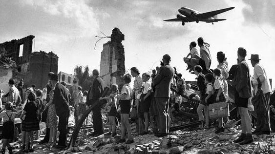 PONTE AEREO PER BERLINO LUGLIO 1948 –FOTO WALTER SANDERS