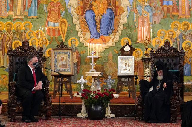Tbilisi, Georgia. Il segretario di Stato statunitense Mike Pompeo con il patriarca di Georgia Elia II - AP PHOTO / PATRICK SEMANSKY - POOL.